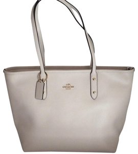Coach New With Tags Tote in Chalk