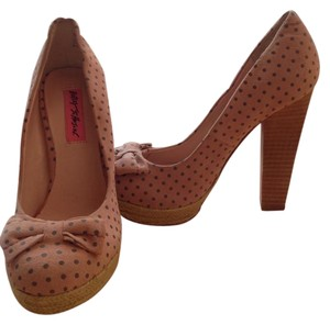 Betsey Johnson Suede Polka Dot Platform Pink with gray dots Pumps