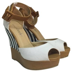 Charming Charlie White/ navy Wedges