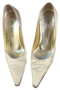 St. John Light gold Pumps