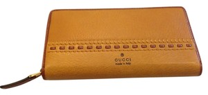 GUCCI GUCCI AUTHENTIC NWT BROWN ZIP AROUND WALLET
