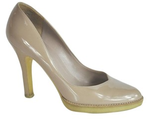 Gucci Patent Leather Beige Pumps