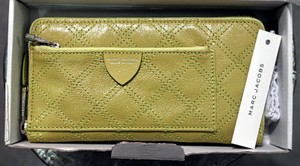 Marc Jacobs (NWT) Acid Green Marc Jacobs Zip-around Continental Wallet