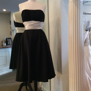 Forever Yours Black/White Satin Formal Bridesmaid/Mob Dress Size 4 (S)