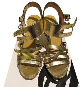 6bbe05ba06ca9 Gold Nine West Sandals - Up to 90% off at Tradesy