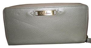 Cole Haan Travel zip Wallet White Gold Vintage