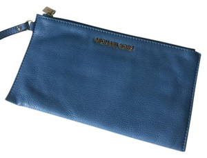 MICHAEL Michael Kors Soft Leather Wristlet pale blue Clutch