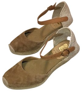 Kanna Camel, Tan Wedges