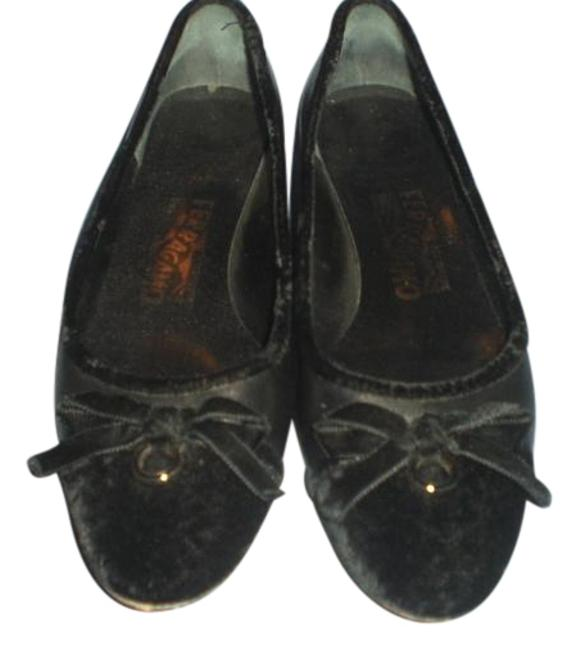 Salvatore Ferragamo Black Leather/Suede with Bow and Gold Ring Flats Size US 7.5 Salvatore Ferragamo Black Leather/Suede with Bow and Gold Ring Flats Size US 7.5 Image 1