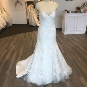 Allure Bridals Ivory Lace 2767 Feminine Wedding Dress Size 12 (L)