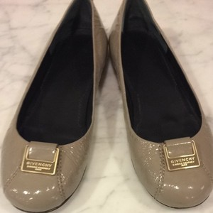 Givenchy taupe patent Flats