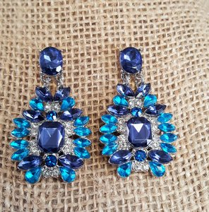 Other Gorgeous Sapphire Blue Aqua Blue Earrings pierced Silver plated