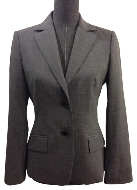 Preload https://img-static.tradesy.com/item/16720369/hugo-boss-gray-medium-wool-blazer-size-6-s-0-1-650-650.jpg