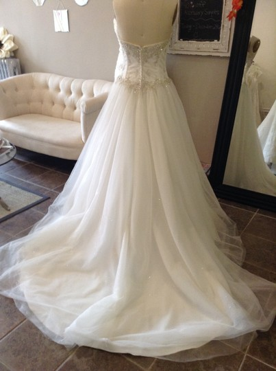Essense of Australia Ivory Sparkle Tulle 5718 Traditional Wedding Dress Size 8 (M) Image 2