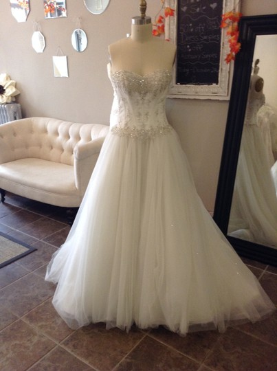 Essense of Australia Ivory Sparkle Tulle 5718 Traditional Wedding Dress Size 8 (M)