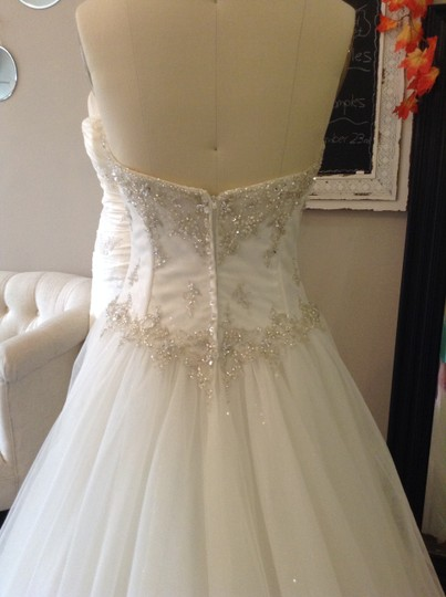 Essense of Australia Ivory Sparkle Tulle 5718 Traditional Wedding Dress Size 8 (M) Image 4