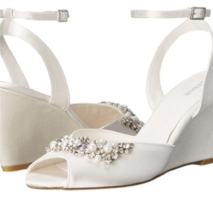Menbur White Wedges