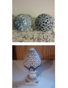 Obelisk & 2 Spheres ~ Blue & White