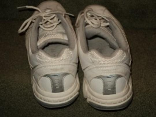 Avia Size Is 11 Wide White Athletic