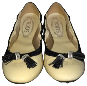 Tod's Cream and black Flats