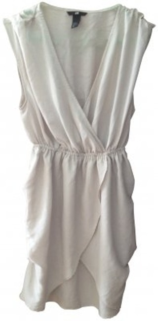 Preload https://item5.tradesy.com/images/h-and-m-light-grey-above-knee-short-casual-dress-size-8-m-167294-0-0.jpg?width=400&height=650