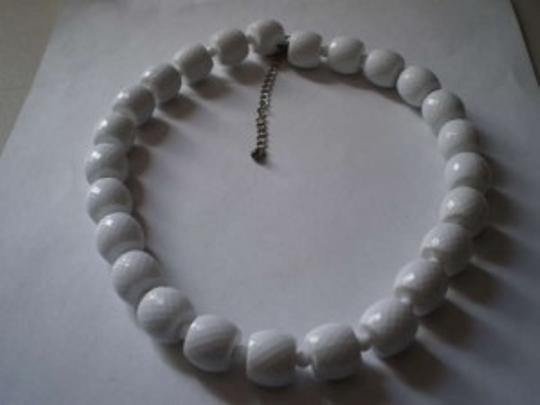 Unknown White beads necklace