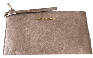 MICHAEL Michael Kors Wristlet in Tan