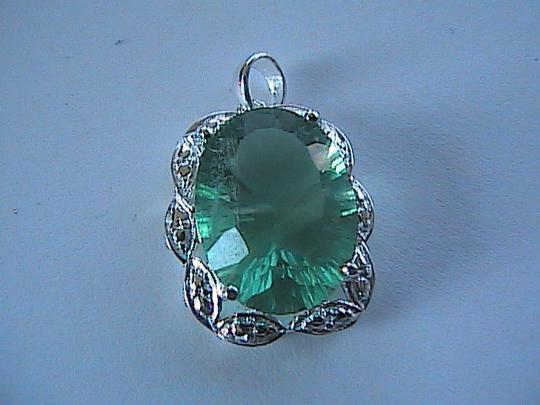 Unknown 925 Sterling Silver Green Flouride 9.0 carats Green Flouride Pendant