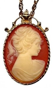 Sarah Coventry VINTAGE SARAH COVENTRY HAND CARVED SHELL CAMEO NECKLACE/BROOCH