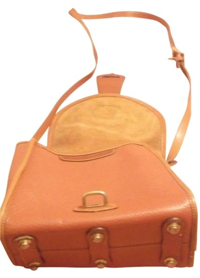 Preload https://item1.tradesy.com/images/dooney-and-bourke-crossbodyshoulder-light-brown-leather-cross-body-bag-167395-0-0.jpg?width=440&height=440