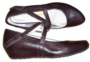 Tsubo Strappy Leather Comfortable Brown Wedges