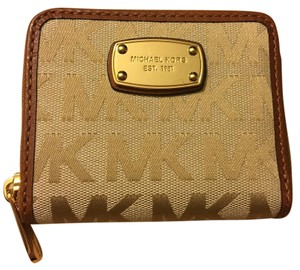 Michael Kors Jet Set Signature Zip Around Bifold Wallet Beige Luggage