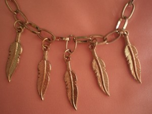 Silvertone feathers necklace