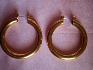 other Like New Goldtone Tubular Hoop Earrings