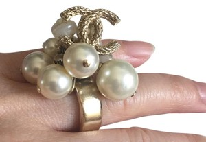 Chanel Rare. Authentic CHANEL 10A. Light Gold Pearl Cluster Ring