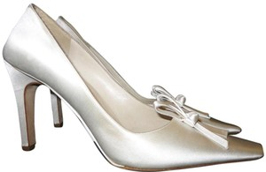 Vera Wang Bridal Wedding Satin White Pumps