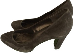 Tahari Grey Pumps