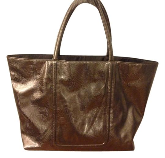 Preload https://item3.tradesy.com/images/estee-lauder-tote-bag-gold-1675407-0-0.jpg?width=440&height=440