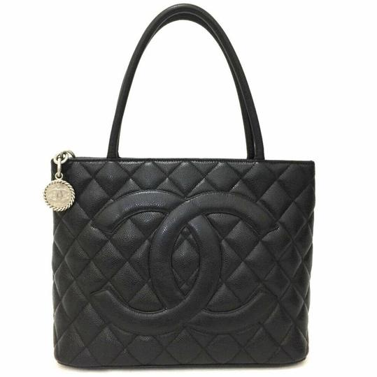 Preload https://img-static.tradesy.com/item/16756807/chanel-tote-quilted-medallion-black-caviar-leather-shoulder-bag-0-2-540-540.jpg