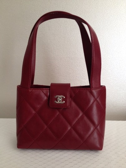 Preload https://img-static.tradesy.com/item/16761325/chanel-quilted-small-red-maroon-lambskin-leather-satchel-0-0-540-540.jpg