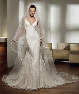 Pronovias Pais Wedding Dress