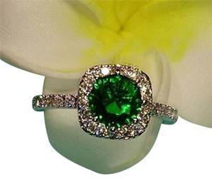 9.2.5 beautiful emerald and white sapphire cocktail ring size 7