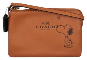 Coach COACH X PEANUTS CORNER ZIP WRISTLET IN CALF LEATHER F65193