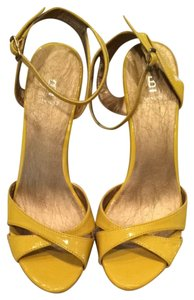 Bakers Yellow Wedges