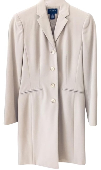 Item - Beige Dress Jacket Skirt Suit Size Petite 0 (XXS)