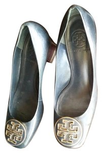 Tory Burch Buch Dark blue, almost black and gold logo Pumps