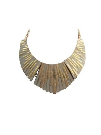 Preload https://item4.tradesy.com/images/gold-and-white-necklace-168-0-0.jpg?width=440&height=440