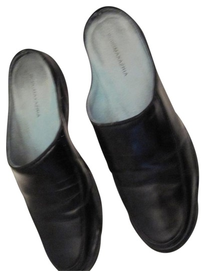 BCBGMAXAZRIA Smooth Leather Textured Rubber Sole Like New Black Mules