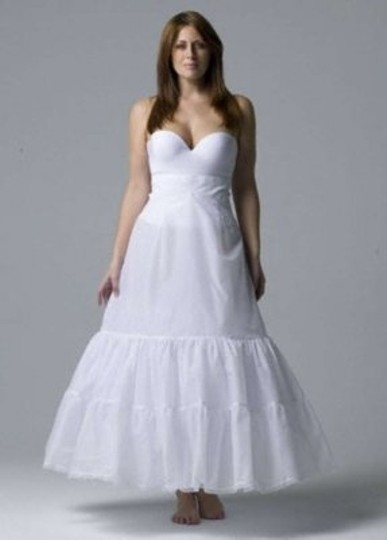 Preload https://img-static.tradesy.com/item/168047/david-s-bridal-white-plus-size-a-line-medium-fullness-2-tier-slip-0-0-540-540.jpg