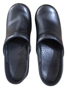 Dansko Leather Pro Xp Narrow Black Mules
